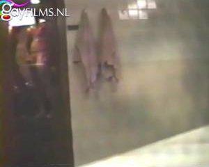 Stiekem gefilmd tijdens het aftrekken in de sauna