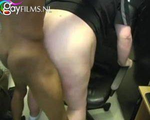 Sexy neger neukt dikke blanke man in zijn reet