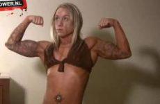 Sexy bodybuildster