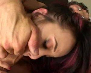 Geil Aziatisch meisje in sexy lingerie pijpt de grote lul
