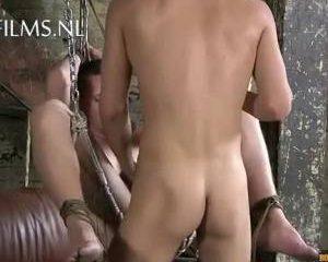 Jongeman sexueel anal misbruikt