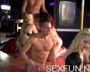 Op dit sexfeest wordt er flink geneukt