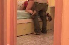 Zijn ontrouw plegende vrouw vergeet de webcam uit te zetten na hun cha...