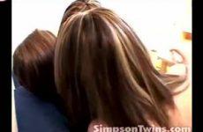 Twee lesbo sletten verleiden meisje