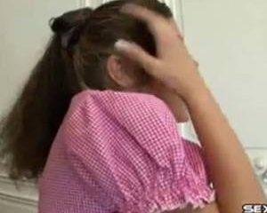 Schattig klein meisje anaal neuken.
