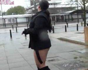 Dikke Britse meid naakt in het openbaar