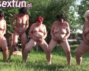 Vijf oude lesbische sletten gaan helemaal los