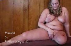 Ook met een been geamputeerd geniet de meid van het mastuberen