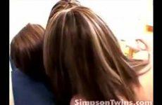 Drie kussende lesbische meisjes
